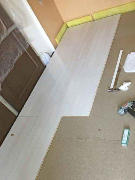 浮床の設置:フローリング貼り