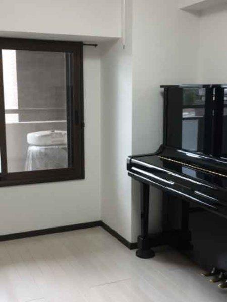 完成・ピアノ搬入