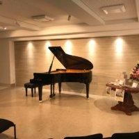 グランドピアノ常設のミニサロン40名程度の発表会が可能です
